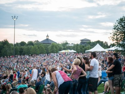 people with Season Lawn passes at Bethel Woods concert